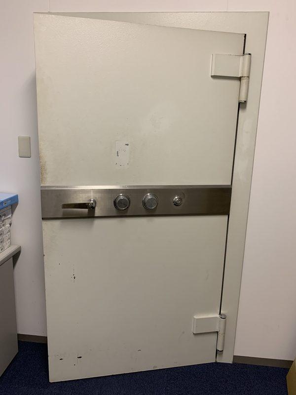 金庫室入口の修理も⭕️